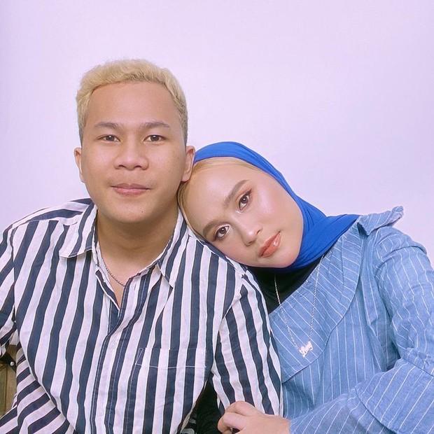 Ashilla Sikado dan pacar pasang pose senderan romantis buat baper/instagram.com/ashillasikado