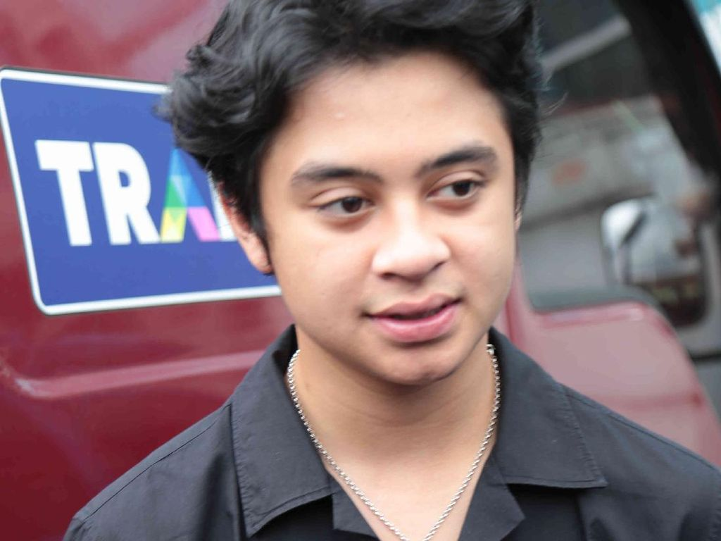 Aurel Hermansyah Positif Corona Jelang Nikah, Bastian Steel Beri Doa Terbaik