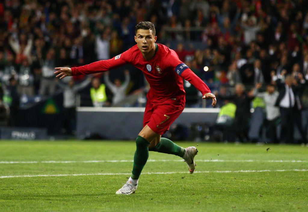 PORTO, Portugal - 05 Juni: Cristiano Ronaldo dari Portugal merayakan gol kedua timnya pada semifinal UEFA Nations League antara Portugal dan Swiss pada 05 Juni 2019 di Estadio do Draco di Portugal.  (Foto oleh John Kruger / Getty Images)