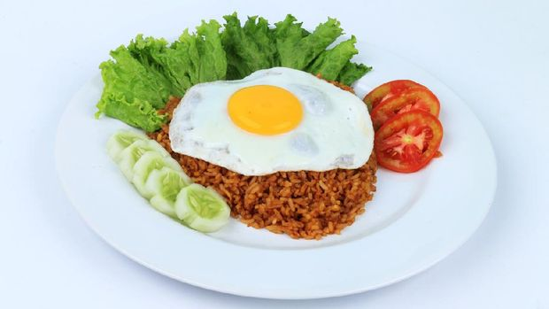 Fried rice with  fresh tomato, cucumber,fried egg, lettuce
