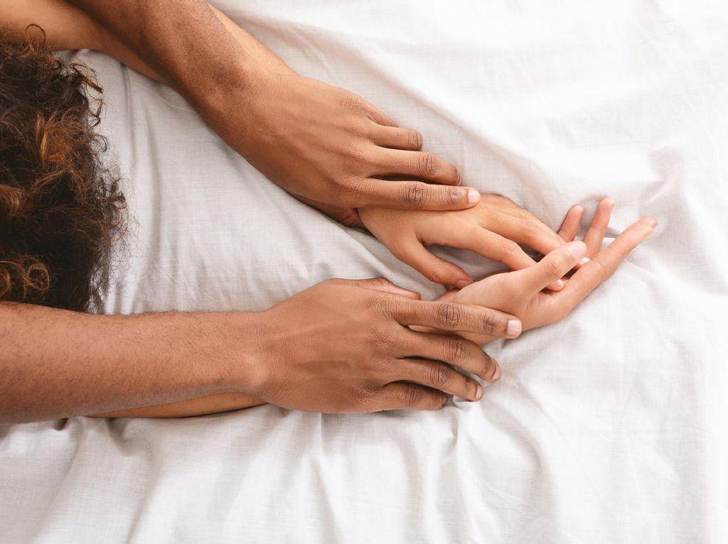 3 Cara Panaskan Sesi Bercinta bagi Pasangan dengan Mr P Kecil