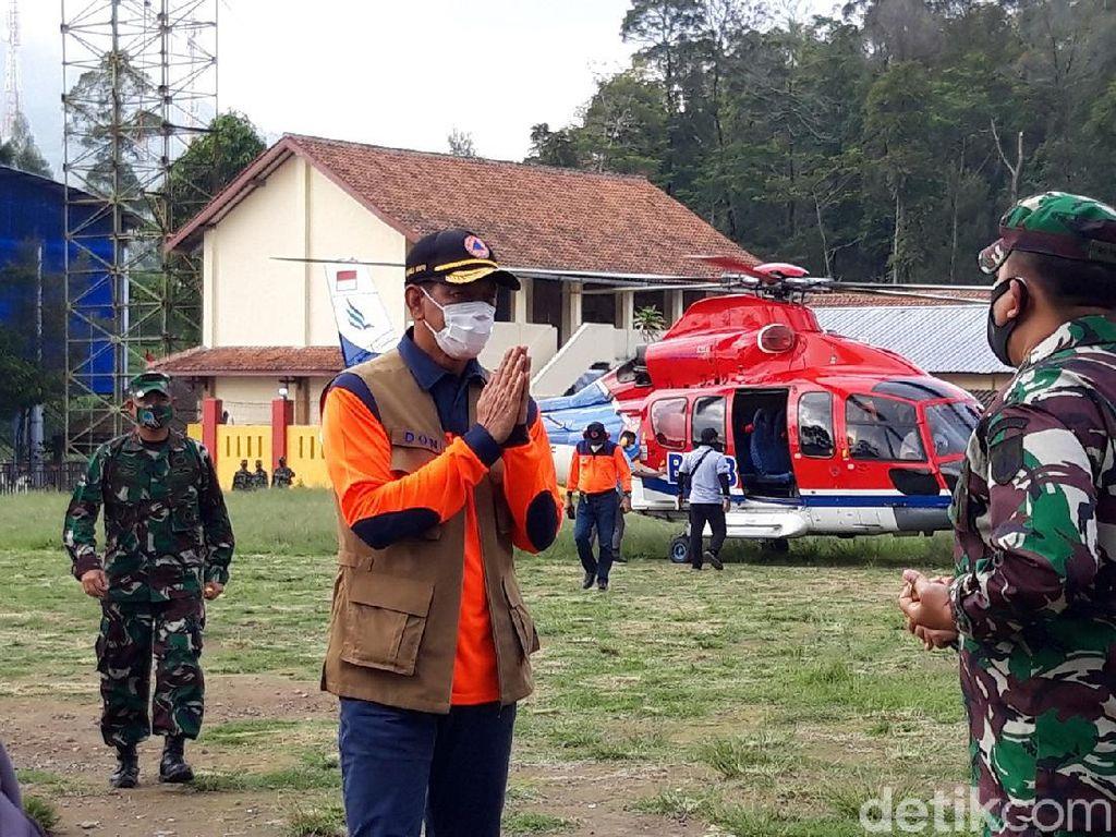 Naik Heli, Doni Monardo Datangi Pengungsian Gunung Merapi di Boyolali