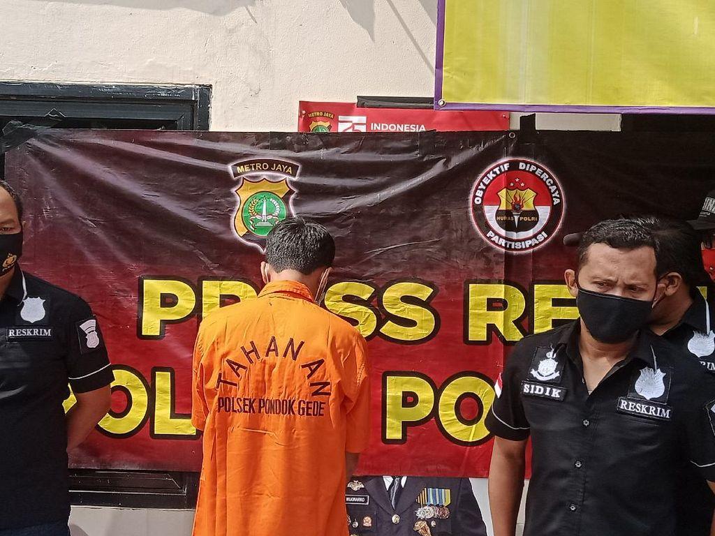 Usai Bacok Pria di Bekasi, Ketua RT Serahkan Diri ke Polisi Bawa Golok