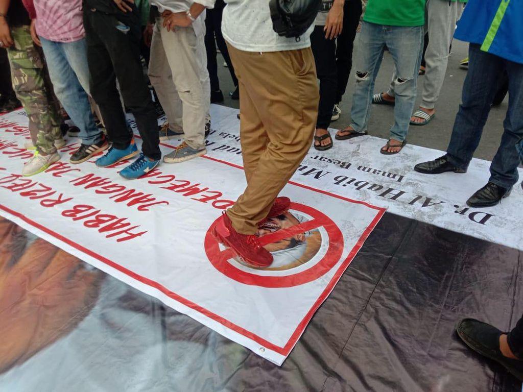 GNPF Sumut Berang Foto Habib Rizieq Diinjak Pendemo: Aliansi Umat Gadungan!