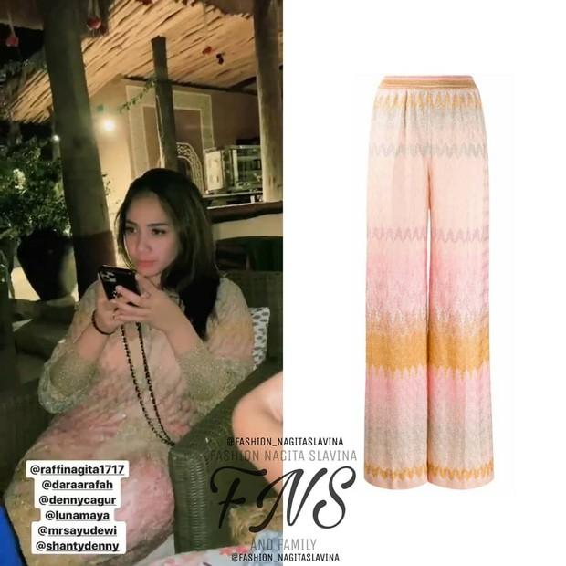 Nagita Slavina mengenakan celana dengan warna soft yang harganya fantastis/instagram.com/fashion_nagitaslavina