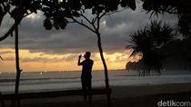 Foto: Menghabiskan Malam Syahdu di Pantai Rajegwesi Banyuwangi
