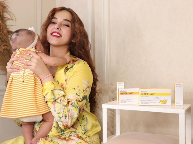Tasya Farasya kompak pakai outfit warna kuning/instagram.com/tasyafarasya/