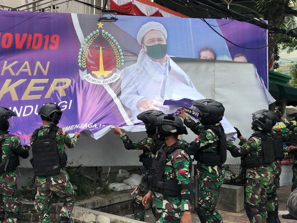 Alasan TNI Turunkan Baliho HRS: Masukan dari Pemda-Pol PP Ketakutan