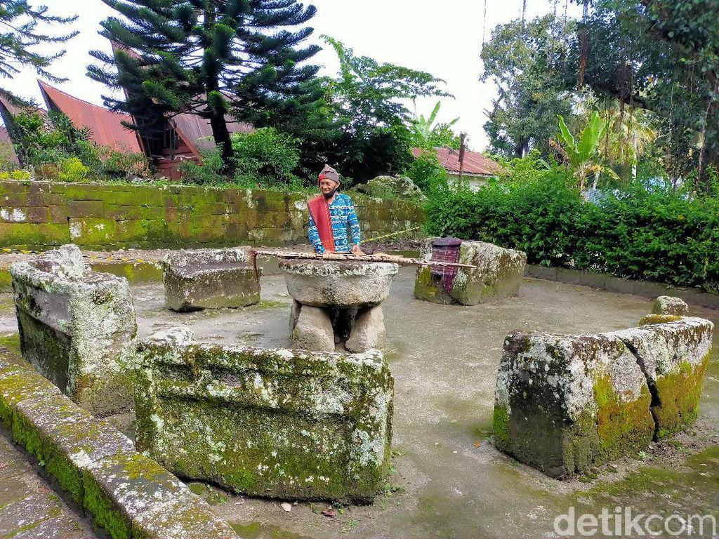 Melihat Tempat Pemenggalan Kepala di Pulau Samosir