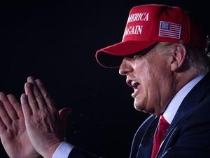 Donald Trump Diblokir Facebook dan Didepak Twitter