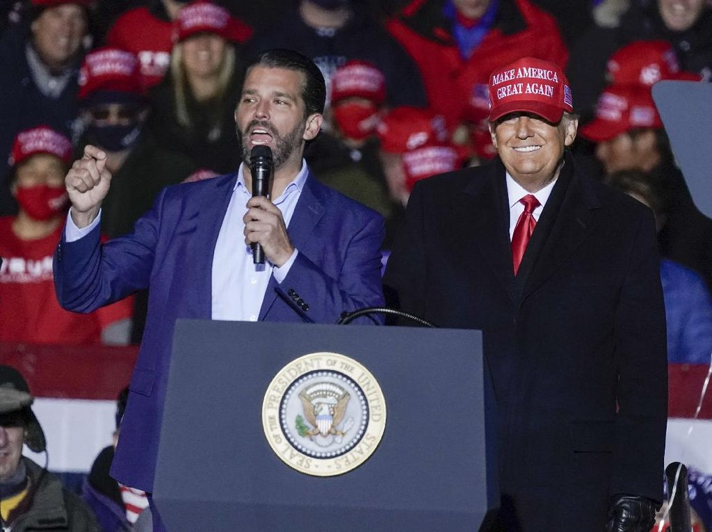 Donald Trump Jr Positif Corona