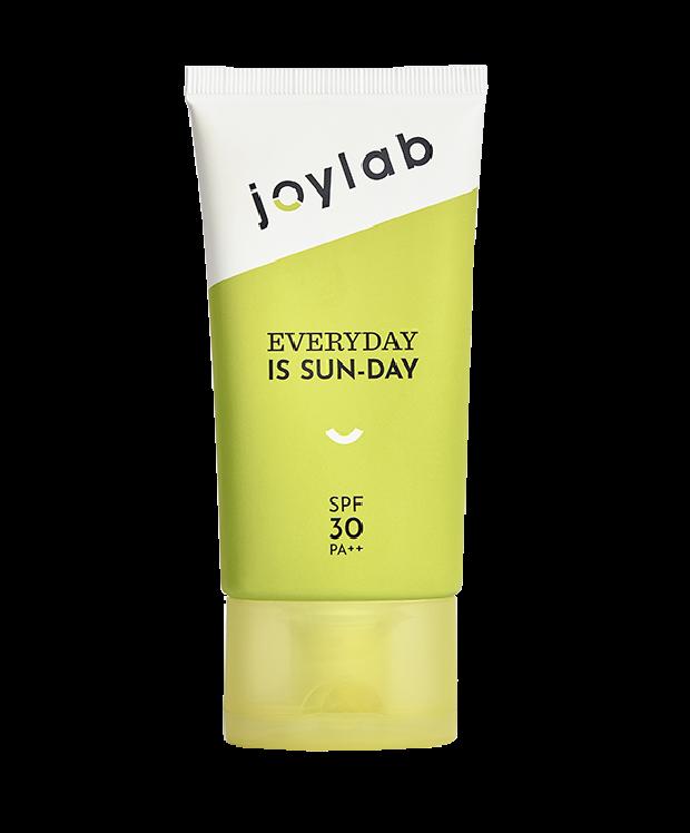 Mengeluarkan tiga jenis sunscreen, packaging yang menonjol, sudah menjadi ciri khas joylab.