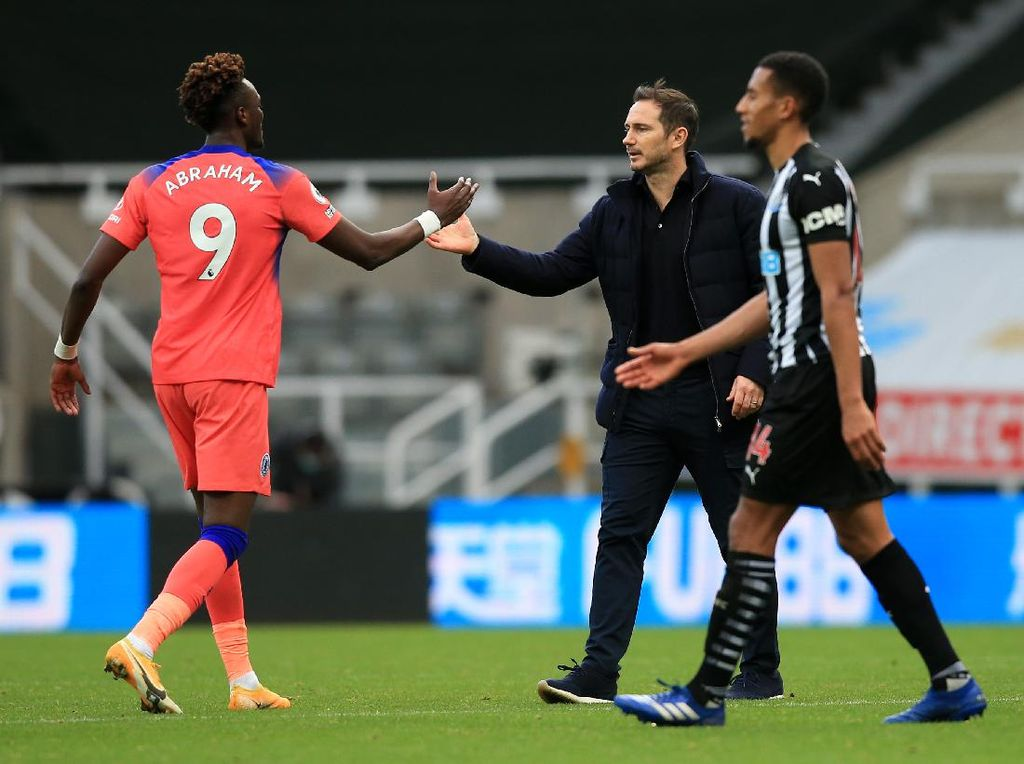 Chelsea ke Puncak Klasemen, Lampard Tak Mau Heboh