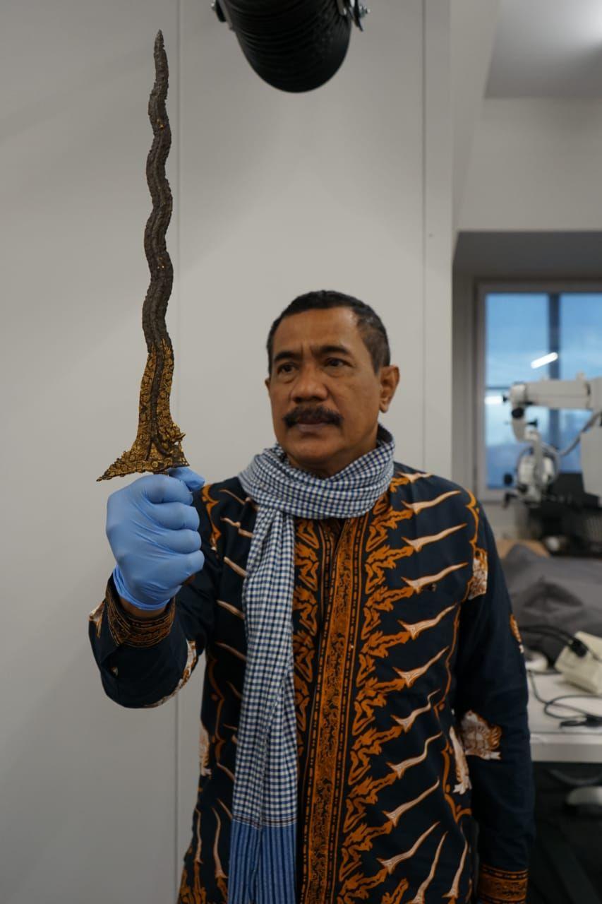 Keris Naga Siluman milik Pangeran Diponegoro ketika masih di Volkenkunde, Leiden, Belanda. (Dok Pribadi Empu Totok Brojodiningrat)