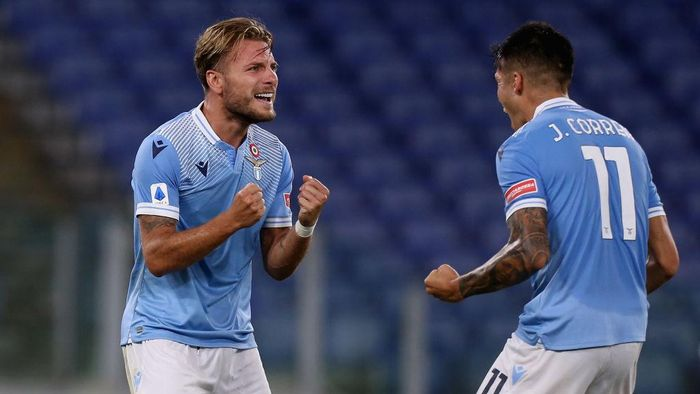 ROME, ITALY - JULY 29:  Ciro Immobile celebrates with his teammate Joaquin Correa of SS Lazio after scoring the teams second goal during the Serie A match between SS Lazio and Brescia Calcio at Stadio Olimpico on July 29, 2020 in Rome, Italy.  (Photo by Paolo Bruno/Getty Images)