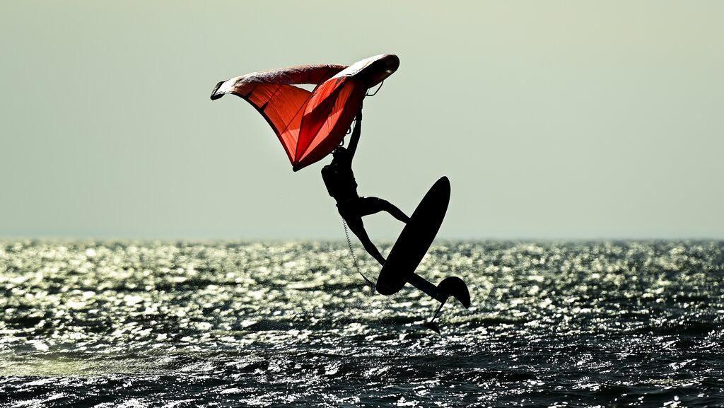 Melihat Lebih Dekat Aksi Selancar Angin di Kanada