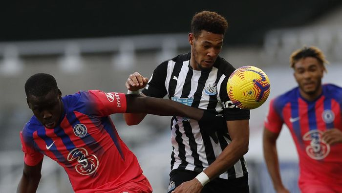 Newcastles Joelinton, center, is challenged by Chelseas Kurt Zouma during the English Premier League soccer match between Newcastle United v Chelsea at the St. James Park in Newcastle, England, Saturday, Nov. 21, 2020. (Lee Smith/ Pool via AP)