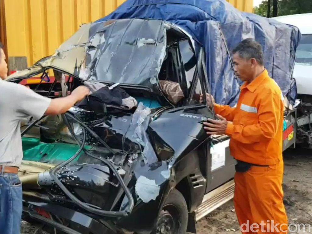 Pikap Seruduk Mobil di Tol Cipularang, 1 Orang Tewas