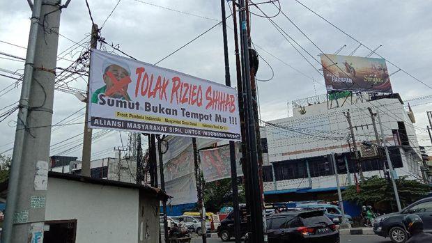 Spanduk penolakan Habib Rizieq terpasang di Medan, GNPF Sumut menyebut pemasangan spanduk merupakan skenario siluman
