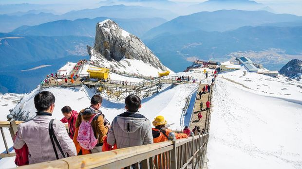 Jade Dragon snow mountain Lijiang city, Yunnan China, march 12, 2015: Tourist and traveler from many countries are enjoying a beautiful scenery of Jade Dragon snow mountain in Lijiang city is the most beautiful mountain in Yunnan China.