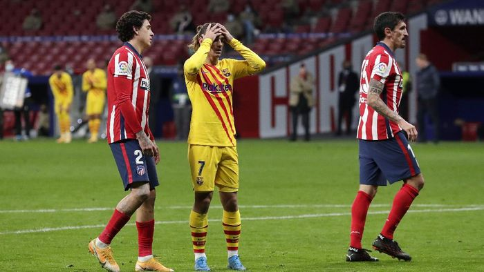 MADRID, SPAIN - NOVEMBER 21: Antoine Griezmann of FC Barcelona reacts during the La Liga Santander match between Atletico de Madrid and FC Barcelona at Estadio Wanda Metropolitano on November 21, 2020 in Madrid, Spain. Football Stadiums around Europe remain empty due to the Coronavirus Pandemic as Government social distancing laws prohibit fans inside venues resulting in fixtures being played behind closed doors. (Photo by Gonzalo Arroyo Moreno/Getty Images)