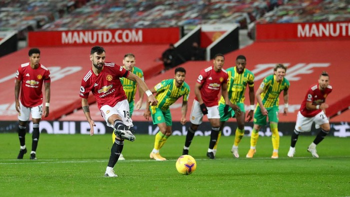 MANCHESTER, ENGLAND - NOVEMBER 21: Bruno Fernandes of Manchester United has a penalty saved, before a VAR review leads to him retaking it, due to Sam Johnstone of West Bromwich Albion ( not pictured) being off his line during the Premier League match between Manchester United and West Bromwich Albion at Old Trafford on November 21, 2020 in Manchester, England. Sporting stadiums around the UK remain under strict restrictions due to the Coronavirus Pandemic as Government social distancing laws prohibit fans inside venues resulting in games being played behind closed doors. (Photo by Catherine Ivill/Getty Images)