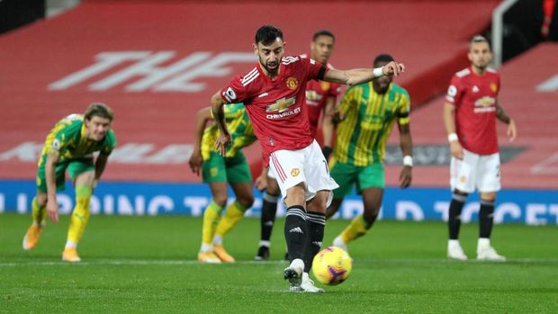 MANCHESTER, ENGLAND - NOVEMBER 21: Bruno Fernandes of Manchester United scores his team's first goal, a penalty which he is retaking following a VAR review that decided Sam Johnstone of West Bromwich Albion (not pictured) was off his line in the original penalty, during the Premier League match between Manchester United and West Bromwich Albion at Old Trafford on November 21, 2020 in Manchester, England. Sporting stadiums around the UK remain under strict restrictions due to the Coronavirus Pandemic as Government social distancing laws prohibit fans inside venues resulting in games being played behind closed doors. (Photo by Catherine Ivill/Getty Images)