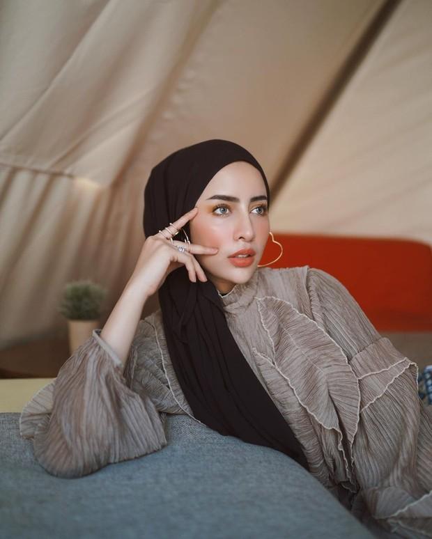 Hijab pashmina ala Aghnia Punjabi.