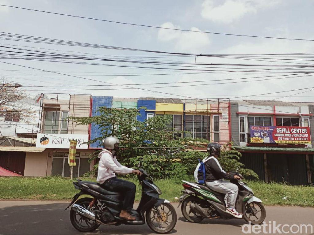 Kabel Semrawut di Tangsel Hampir Sentuh Kepala, Warga Mengeluh