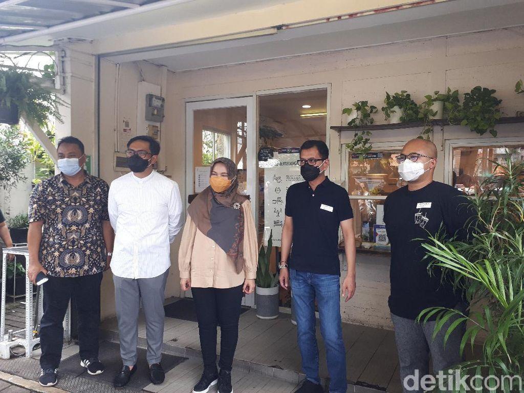 Menparekraf Wishnutama Kunjungi Toko Kopi Tuku, Berikan Sertifikat CHSE