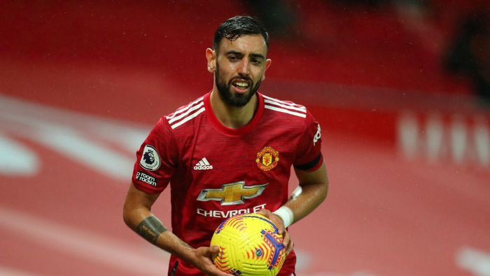 MANCHESTER, ENGLAND - NOVEMBER 21: Bruno Fernandes of Manchester United during the Premier League match between Manchester United and West Bromwich Albion at Old Trafford on November 21, 2020 in Manchester, England. Sporting stadiums around the UK remain under strict restrictions due to the Coronavirus Pandemic as Government social distancing laws prohibit fans inside venues resulting in games being played behind closed doors. (Photo by Catherine Ivill/Getty Images)