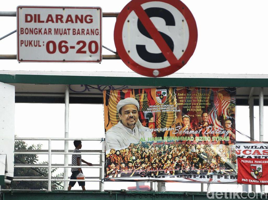 Pangdam Jaya Klaim Sudah Turunkan 338 Baliho FPI-Habib Rizieq!