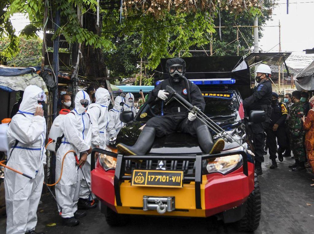 Dengar Habib Rizieq Sakit, Polisi Datang Tawarkan Bantuan
