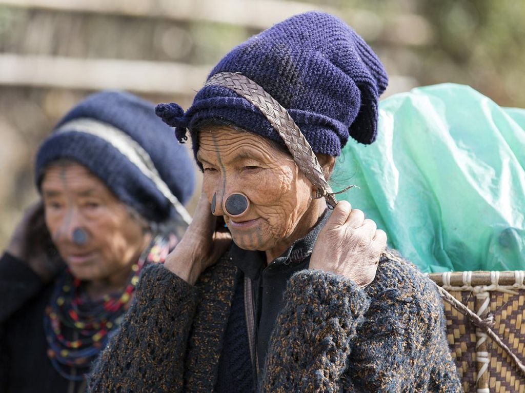 Suku Ini Punya Tradisi Sumbat Hidung Agar Wanita Jadi Tak Menarik
