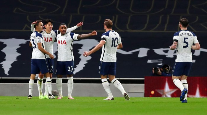 LONDON, ENGLAND - NOVEMBER 21: Heung-Min Son of Tottenham Hotspur celebrates with teammate Sergio Reguilon and Steven Bergwijn after scoring his teams first goal during the Premier League match between Tottenham Hotspur and Manchester City at Tottenham Hotspur Stadium on November 21, 2020 in London, England. Sporting stadiums around the UK remain under strict restrictions due to the Coronavirus Pandemic as Government social distancing laws prohibit fans inside venues resulting in games being played behind closed doors. (Photo by Clive Rose/Getty Images)
