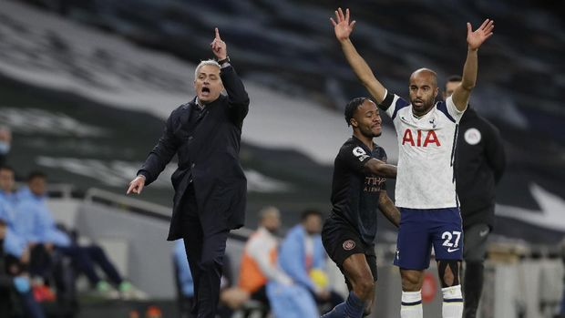 Tottenham's manager Jose Mourinho, left, and Tottenham's Lucas Moura gesture during the English Premier League soccer match between Tottenham Hotspur and Manchester City at Tottenham Hotspur Stadium in London, England, Saturday, Nov. 21, 2020. (AP Photo/Kirsty Wigglesworth, Pool)