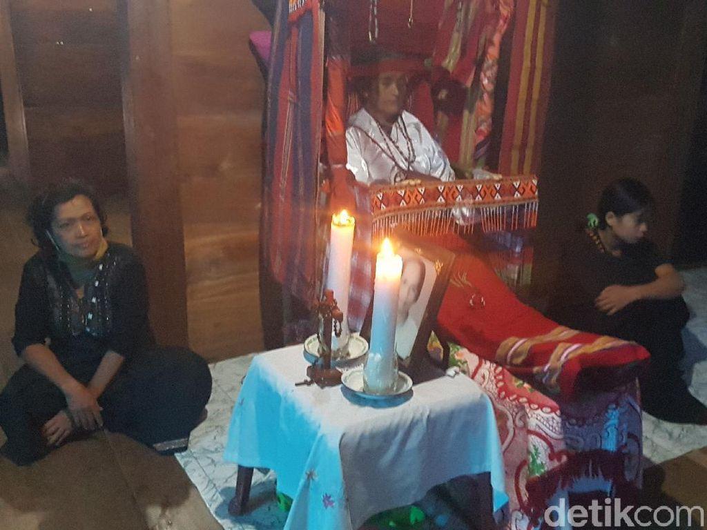 Melihat Dipatokdang, Tradisi Mendudukkan Jenazah di Mamasa