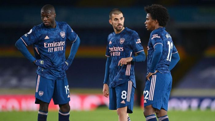 LEEDS, ENGLAND - NOVEMBER 22: Nicolas Pepe of Arsenal (L) Dani Ceballos of Arsenal (C) and Willian of Arsenal (R) look on as they line up for a free kick during the Premier League match between Leeds United and Arsenal at Elland Road on November 22, 2020 in Leeds, England. Sporting stadiums around the UK remain under strict restrictions due to the Coronavirus Pandemic as Government social distancing laws prohibit fans inside venues resulting in games being played behind closed doors. (Photo by Michael Regan/Getty Images)