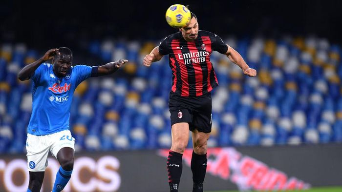 NAPLES, ITALY - NOVEMBER 22: Zlatan Ibrahimovic of A.C. Milan scores their teams first goal during the Serie A match between SSC Napoli and AC Milan at Stadio San Paolo on November 22, 2020 in Naples, Italy. Sporting stadiums around Italy remain under strict restrictions due to the Coronavirus Pandemic as Government social distancing laws prohibit fans inside venues resulting in games being played behind closed doors. (Photo by Francesco Pecoraro/Getty Images)