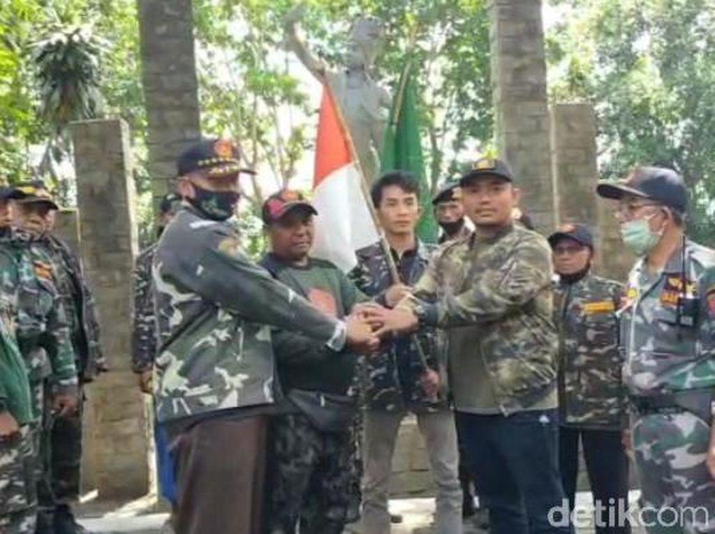 Kenang Perjuangan Kiai, Banser Asal Madiun Jalan Kaki Hingga ke Banyuwangi