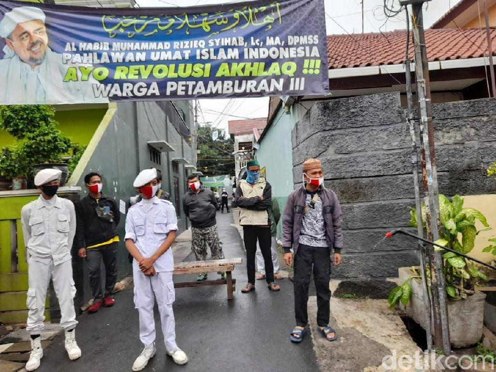 Polisi Dihadang saat Disinfeksi Rumah HRS, Ini Kata DPR