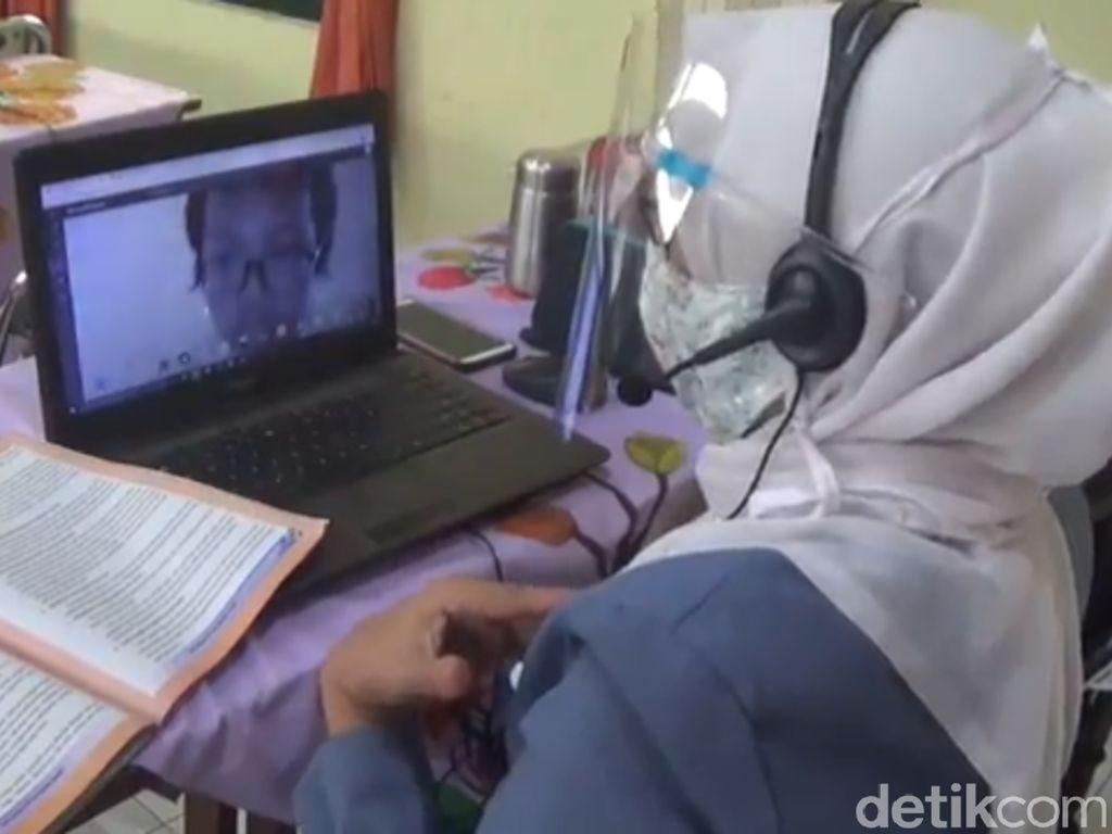 Guru SD dan SMP di Surabaya Mulai Gelar Belajar Daring dari Sekolah