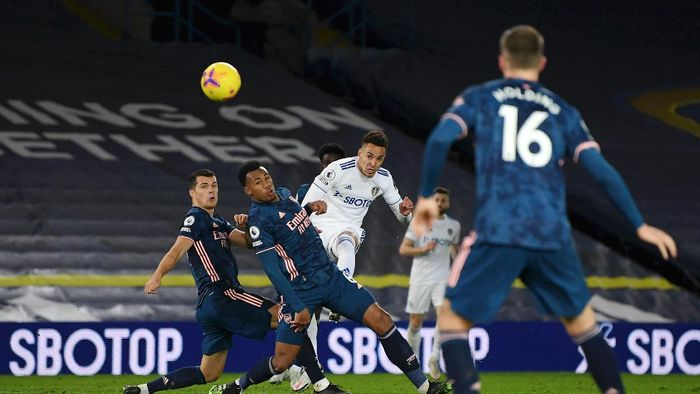 LEEDS, ENGLAND - NOVEMBER 22: Rodrigo Moreno (R) of Leeds United shoots and hits the cross bar whilst under pressure from Gabriel (C) and Granit Xhaka (L) of Arsenal during the Premier League match between Leeds United and Arsenal at Elland Road on November 22, 2020 in Leeds, England. Sporting stadiums around the UK remain under strict restrictions due to the Coronavirus Pandemic as Government social distancing laws prohibit fans inside venues resulting in games being played behind closed doors. (Photo by Michael Regan/Getty Images)