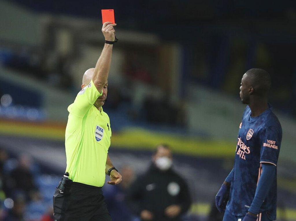 Nicolas Pepe Musim Ini: 1 Gol, 1 Kartu Merah