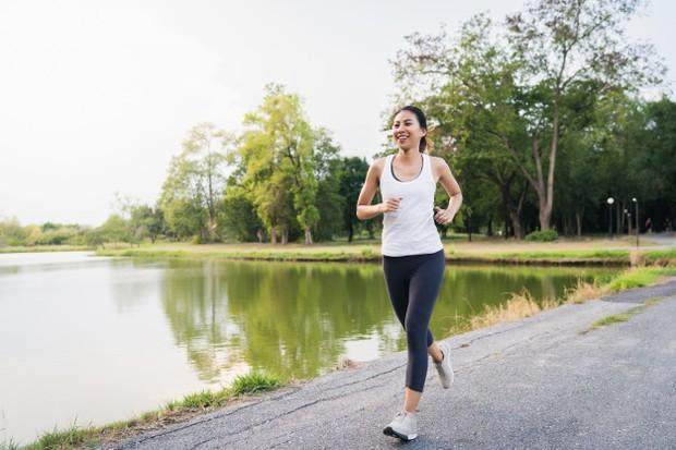 Melepaskan amarah enggak harus dengan cara berteriak atau membentak, kamu bisa mengeluarkan energi emosional dengan berolahraga,