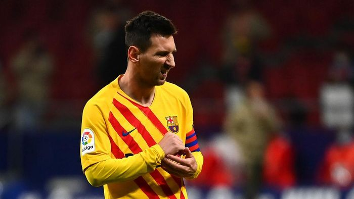 Barcelonas Argentinian forward Lionel Messi reacts at the end of the Spanish League football match between Club Atletico de Madrid and FC Barcelona at the Wanda Metropolitano stadium in Madrid on November 21, 2020. (Photo by GABRIEL BOUYS / AFP)