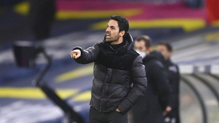 Arsenals manager Mikel Arteta points during an English Premier League soccer match between Leeds United and Arsenal at Elland Road Stadium in Leeds, England, Sunday Nov. 22, 2020. (Michael Regan/Pool Via AP)