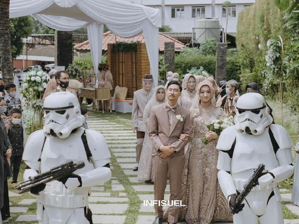 Viral Pengantin Nikah Dikawal Pasukan Stormtrooper, Bikin Iri Penggemar Star Wars