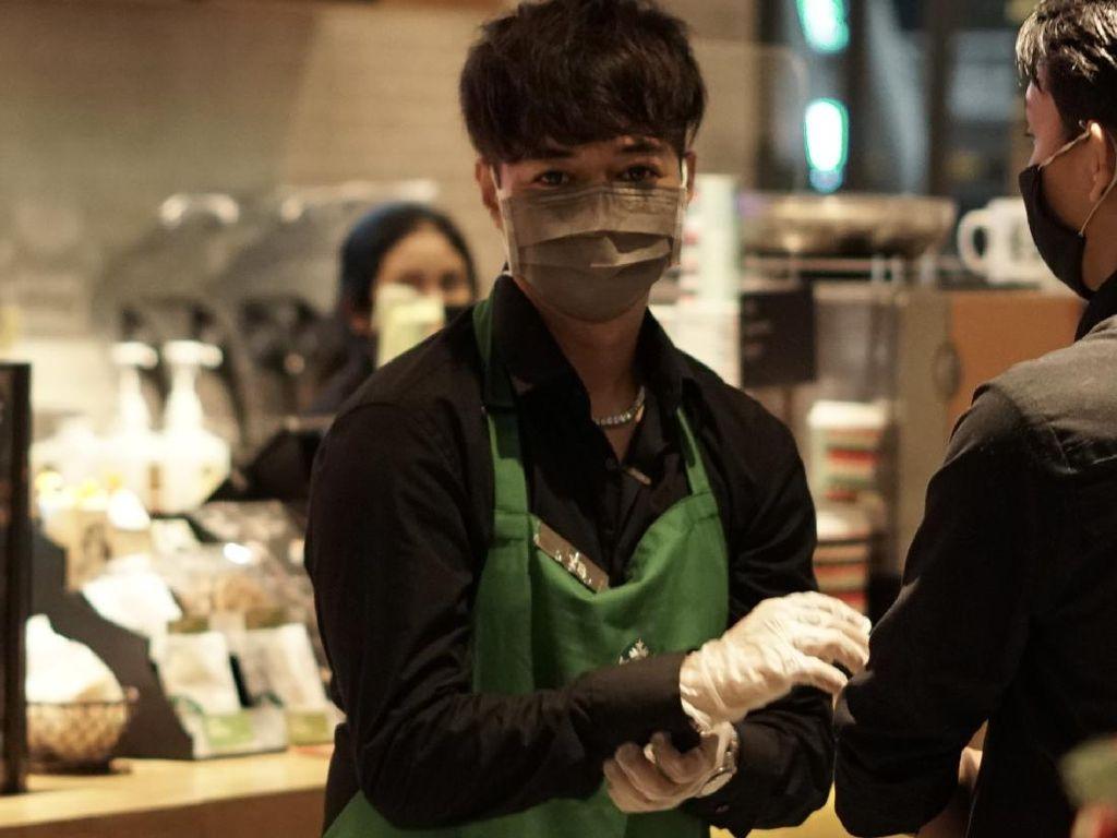 Setelah Awkarin, YouTuber Reza Arap Juga Jadi Barista di Starbucks