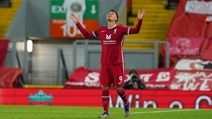 LIVERPOOL, ENGLAND - NOVEMBER 22: Roberto Firmino of Liverpool celebrates after scoring their teams third goal during the Premier League match between Liverpool and Leicester City at Anfield on November 22, 2020 in Liverpool, England. Sporting stadiums around the UK remain under strict restrictions due to the Coronavirus Pandemic as Government social distancing laws prohibit fans inside venues resulting in games being played behind closed doors. (Photo by Jon Super - Pool/Getty Images)